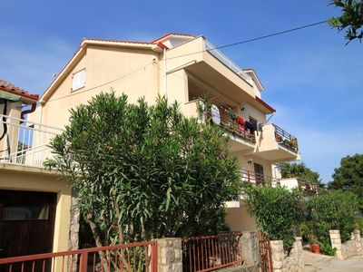 Photo for One bedroom apartment with terrace and sea view Jelsa, Hvar (A-4017-a)