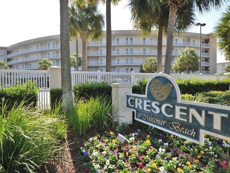 Updated 2 bedroom @ The Crescent, #207 includes beach service