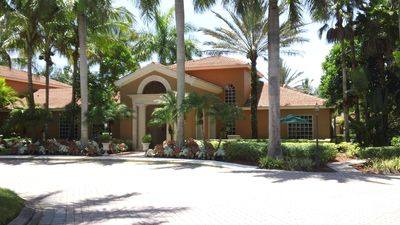 Photo for Resort Style Condo, family friendly sleeps 6, minutes drive from the ocean, golf