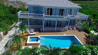 New Beach Villa with Pool, Hot Tub, Gym, on Prestigious Banks Road