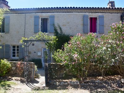 Photo for THE CHARM OF A HAMLET HOUSE WITH POOL BETWEEN VINEYARDS AND FORTIFIED CITY