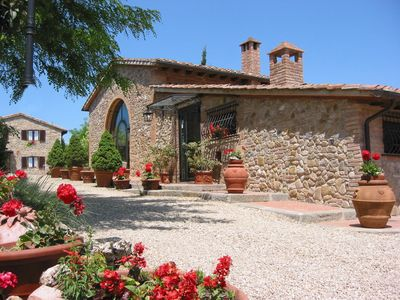 Photo for Charming country house in the heart of Tuscany, bellavista