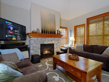 Private Hot Tub,3 BR, Sleeps 10 (8 in beds),Ski in/Out,Family Friendly, Parking