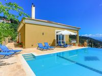 Fabulous views and relaxation in NW Corfu