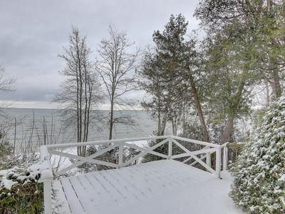 Photo for Lakeside Retreat cottage with ideal lakeview (divot)