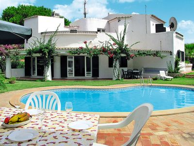 Photo for This 5-bedroom villa for up to 10 guests is located in Vale Do Lobo and has a private swimming pool,