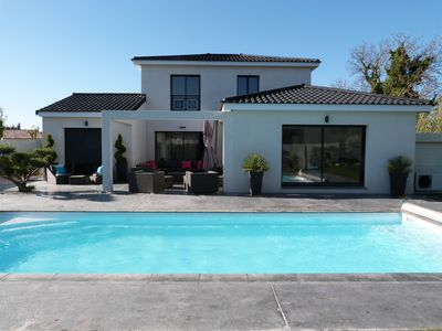 Photo for VILLA CONTEMPORAINE, 4 ch, 8 pers, Swimming pool, in Mallemort - 10 'Golf Pont Royal