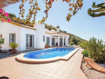 Photo for Detached villa with infinity pool and outdoor kitchen with BBQ