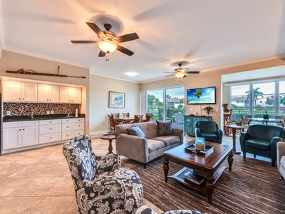 Photo for Spacious Waterfront Condo in the South-end Marco Island