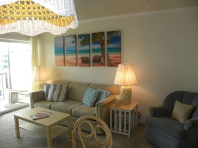 Ocean Block w/ large outdoor porch w/ side view of ocean, full kitchen, wifi, steps to the beach!