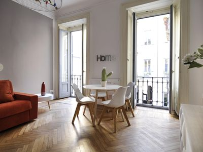Photo for Spacious Smeraldo apartment in Centro Storico with WiFi, integrated air conditioning & lift.