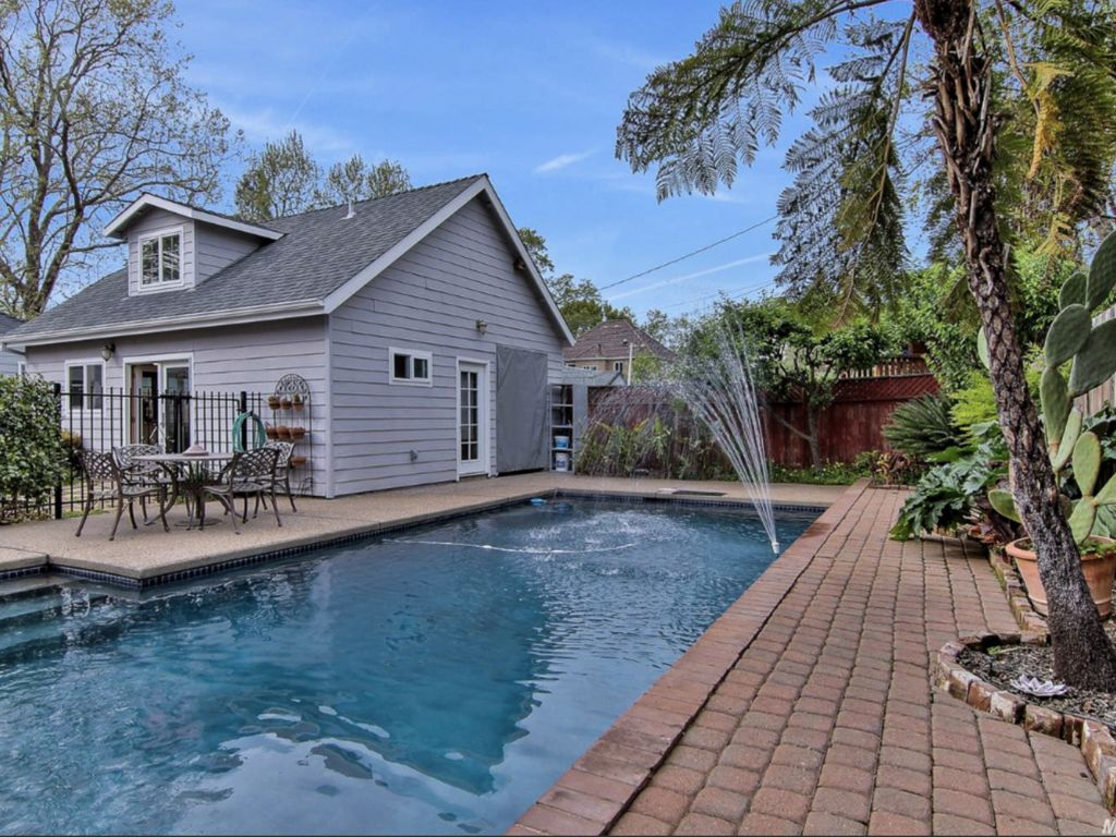 Explore City from The Sunny East Sac Pool Oasis - Central Sacramento