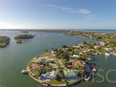 Photo for Turnkey 4 bedrooms 3 bath Siesta Key home tucked away on Freeling Dr!