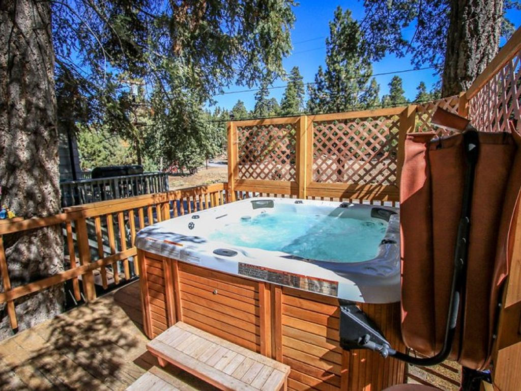 Big bear moonridge cabin jacuzzi firepl homeaway for Big bear 2 person cabin