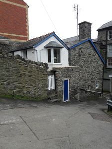 Photo for Family friendly 1711 stone built cottage in town centre