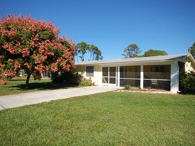 Old Florida Charm, quiet, close to beach and boat launch.