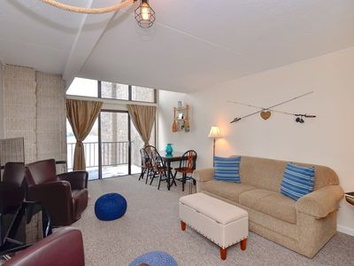 506G- Spacious 2 bedroom/1 bath lakefront condo, offers free WiFi!