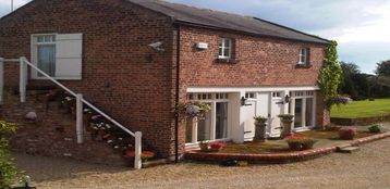 Two Quality detached Cottages in a lovely rural location 10 mins to Chester Zoo - Court Lodge
