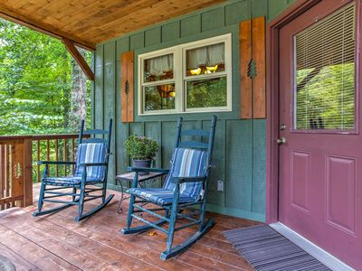Hot Tub & WiFi - Romantic Cabin Getaway - Snuggle Inn - 300 acres in Red River Gorge, KY!