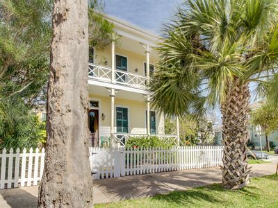 Photo for Charming, historic Texas home with modern conveniences!