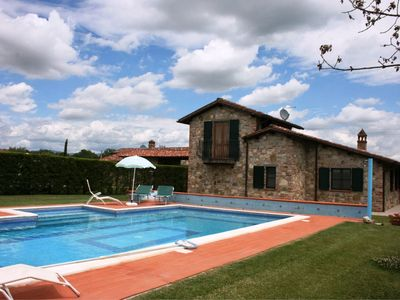 Photo for Private Villa with private pool, WIFI, TV, balcony, pets allowed, parking, close to Cortona