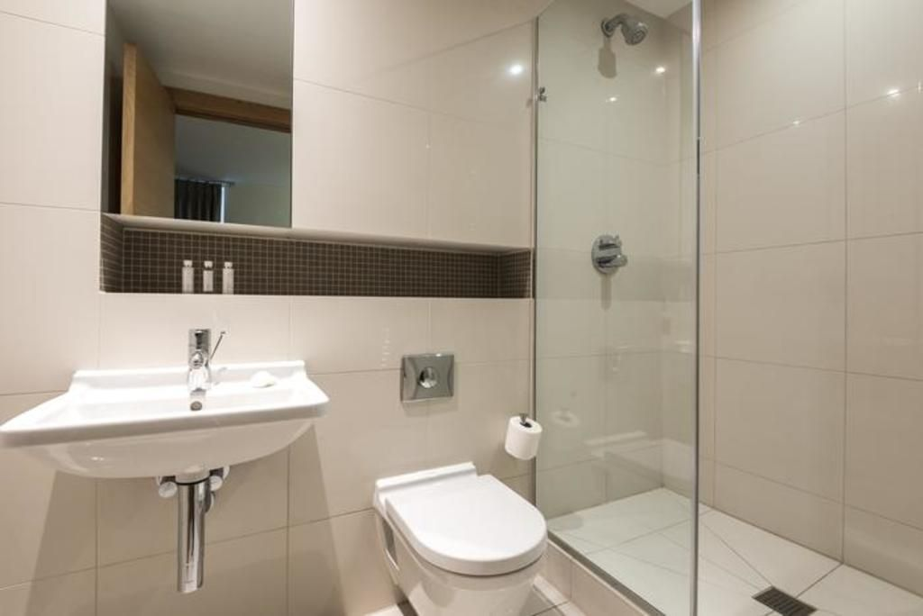 London Home 440, You will Love This Luxury 2 Bedroom Holiday Home in London, England - Studio Villa, Sleeps 4