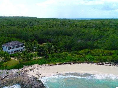 Alfred House is located on a point between two spectacular beaches.