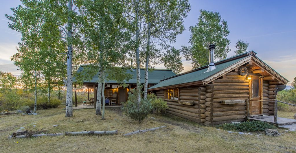 Secluded rustic cabin in grand teton nation homeaway for Teton cabin rentals