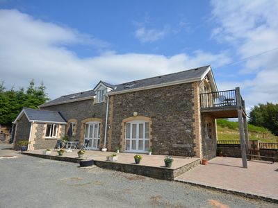 Spacious detached barn in rolling countryside a stone's throw from the river Wye