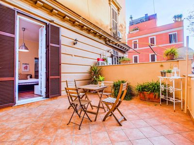 Photo for Cosy 1 bed with large terrace near St.Peter's