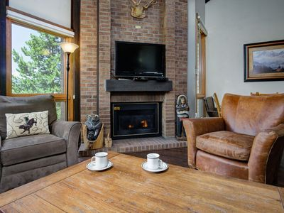 Photo for Bright Mountain Home Minutes from Slopes/Restaurants, Shuttle, Discount Lift Tix
