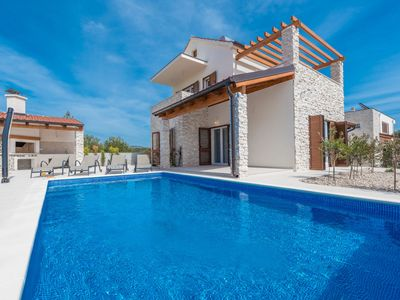Photo for This 4-bedroom villa for up to 8 guests is located in Brodarica and has a private swimming pool, air