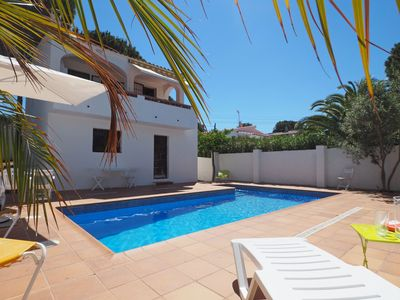 Photo for House fro 5 persons with private pool, at 10 minuts walking from Riells beach and harbor.