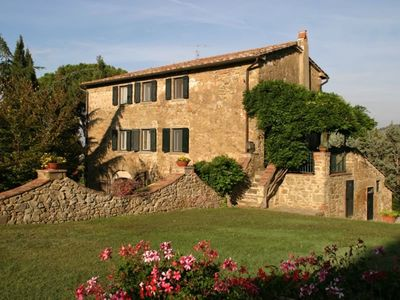 Photo for Stunning private villa with WIFI, private pool, TV, terrace and parking, close to Cortona