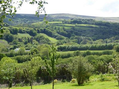Photo for Walkers Retreat with excellent views, large garden and free WiFi