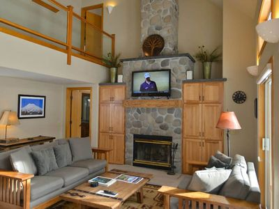 Photo for 4 Redwood Lane: 3 BR / 3.5 BA home in Sunriver, Sleeps 6