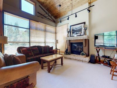 Photo for Townhouse near the slopes with shared heated pool & hot tubs