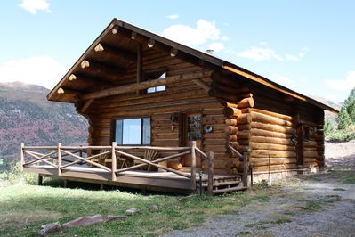 Bear Claw Cabin is an authentic log home with unsurpassed craftsmanship & views