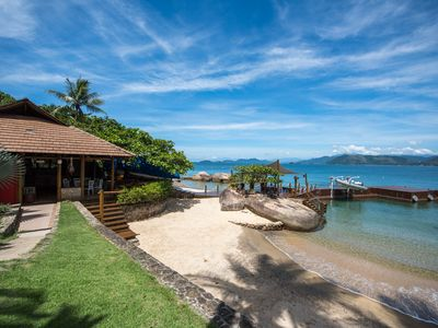 Photo for Spectacular house by the sea, with 7 qtos., Private beach and pier.