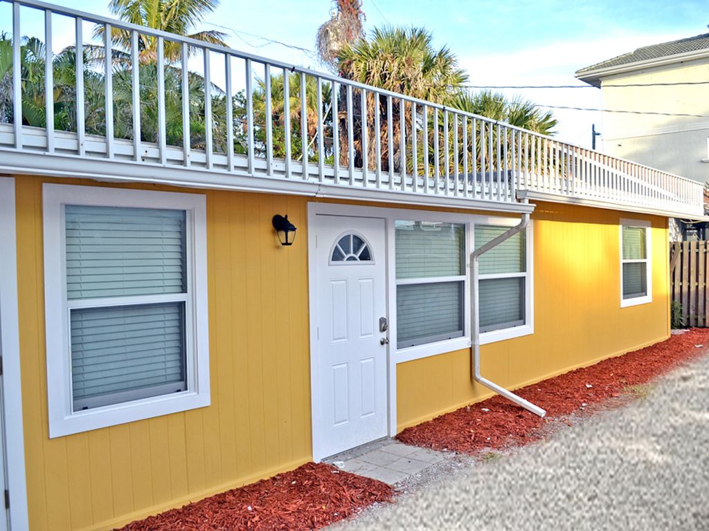 Spacious Renovated 1 Bedroom Siesta Key Beachside Vacation Rental Getaway Siesta Key Florida