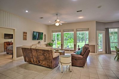 Come enjoy Lake Fork from this Alba vacation rental house!