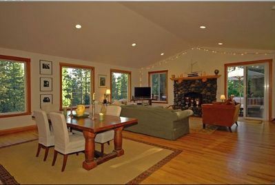 Living/Dining w/wood burning stone fireplace & door to deck w/gas BBQ (8 chairs)