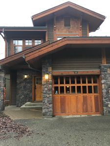 Photo for Spacious Ski In/Ski Out 4 Bedroom Condo At Sun Peaks