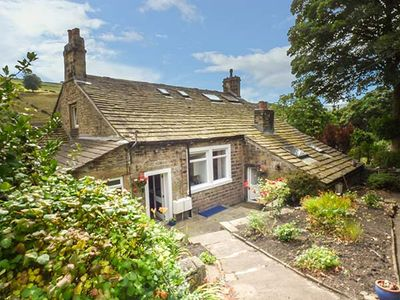 Photo for BECKS COTTAGE, country holiday cottage in Holmfirth, Ref 928712