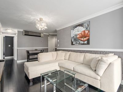 Photo for Modern Coal Harbour Apartment: 3 Bed + 2 Bath + Parking