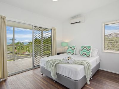 Photo for 3 Bedroom Airlie Beach Cottage - 5 Min Walk to Main Street