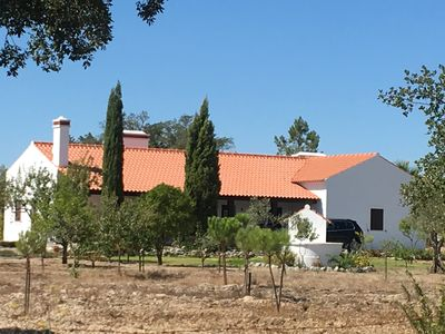 Photo for Fantastic house w / pool in quiet and hot Alentejo plain near Évora