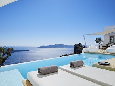 Photo for Villa Etheras, heated private pool, 2 bedrooms, amazing views of the caldera