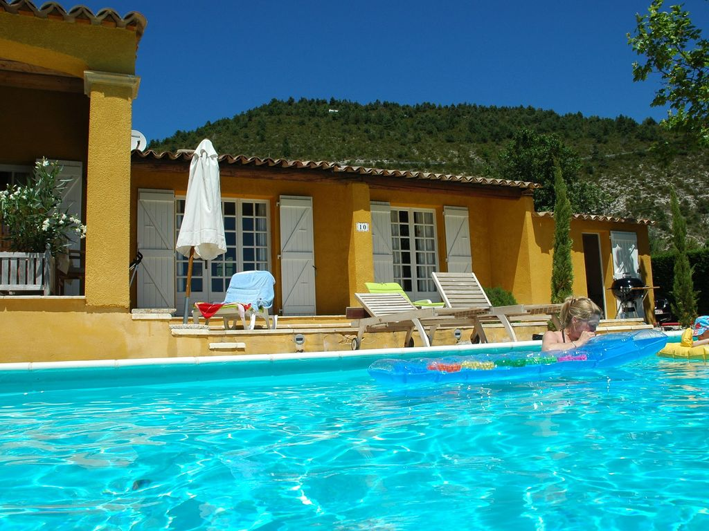 Beautiful spacious villa with private swimming pool near for Private swimming pool