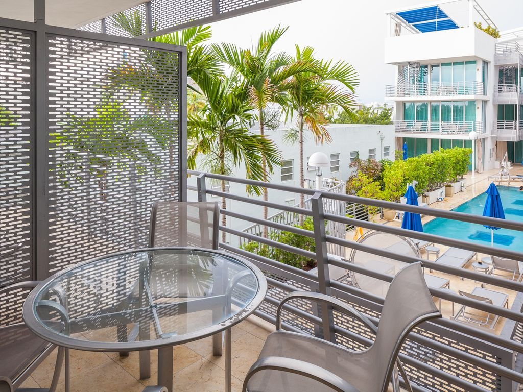 South beach luxury ocean hotel suites balcony suite pool - Hotel with swimming pool on every balcony ...